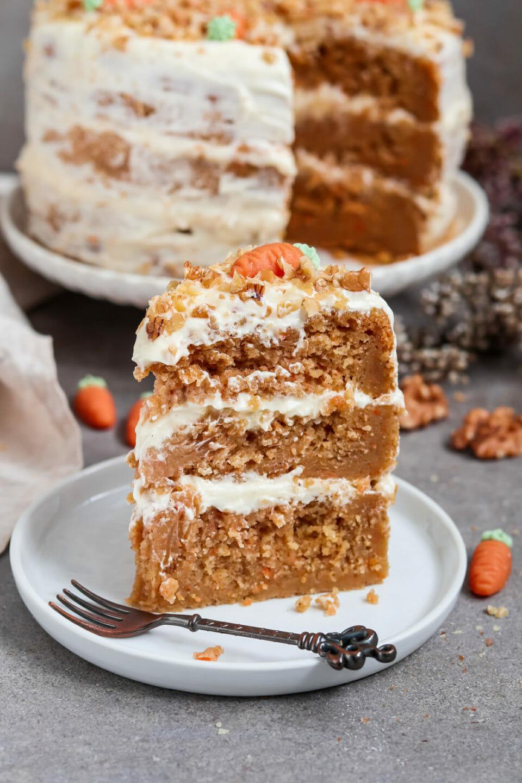 Veganer Carrot Cake mit Cream Cheese frosting