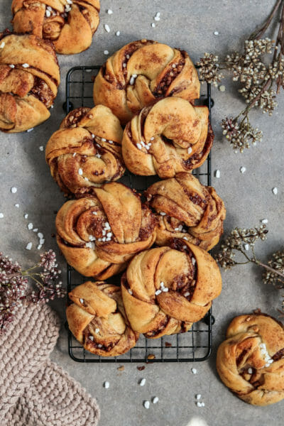 Vegan Yeast Knots with Cinnamon-Nut Filling served on a black cake grate