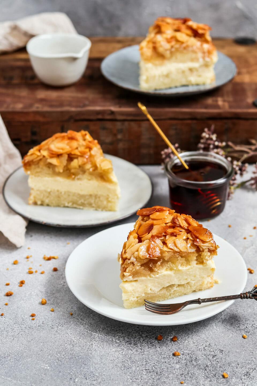 Veganer Bienenstich Kuchen.