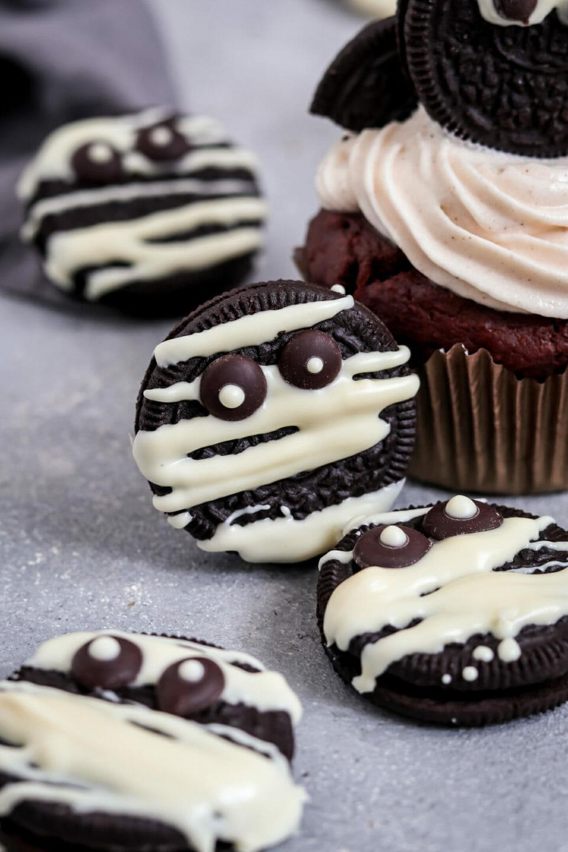Oreo Mumien mit weißer Schokolade.