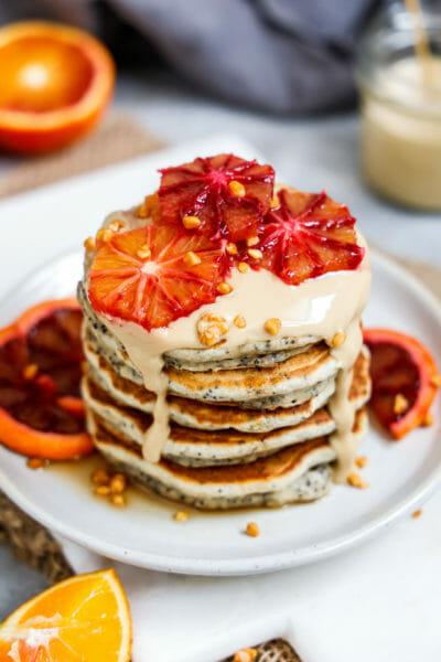 Vegane Orangen Mohn Pancakes | Fluffige Pfannkuchen mit Blutorange und Mohn